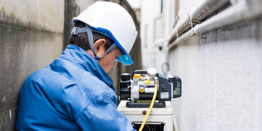 エアコン・空調の管工事作業